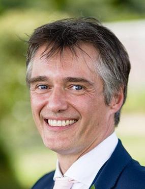 A portrait photo of Simon Handley